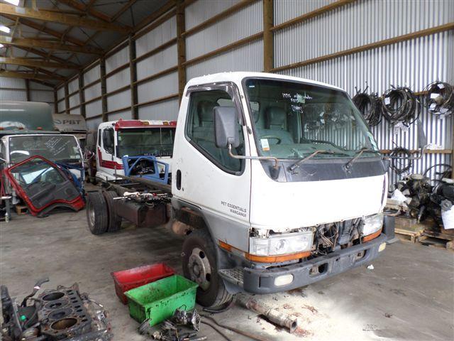 Mitsubishi truck salvage fuso canter